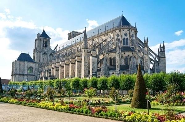Cathédrale de Bourges - La crypte et la tour