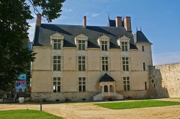 Le logis du château de Sainte-Suzanne