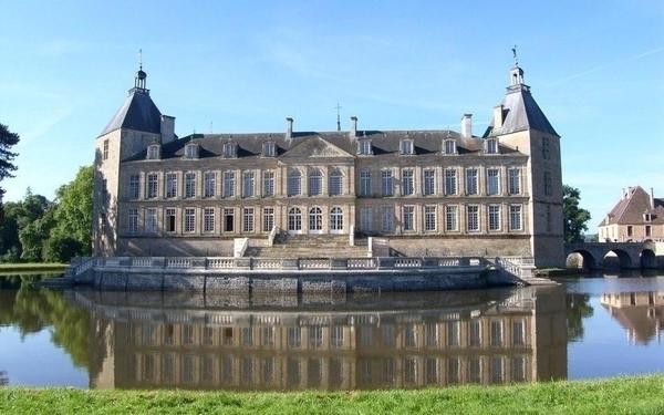 Château de Sully en Bourgogne
