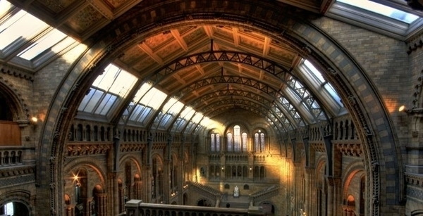 Entre le fog et les vitrines, les musées à Londres (1879)
