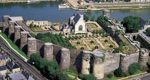 Histoire et architecture du château des ducs d'Angers