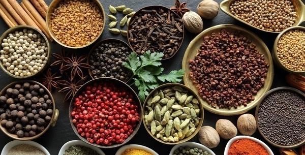 Plantes à épices, poivre et saveurs lointaines