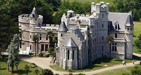 Les abords du Château Observatoire Abbadia