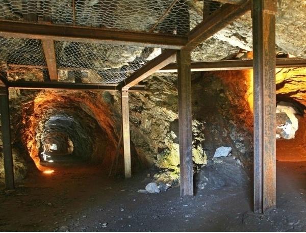 Site minier des Hurtières, la Galerie Sainte-Barbe - Randonnée sur le sentier des mines