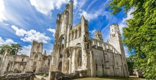 Abbaye de Jumièges, à l'oeuvre !