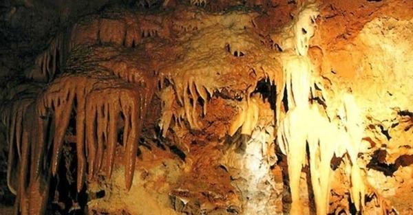 Les grottes de Saint-Cézaire