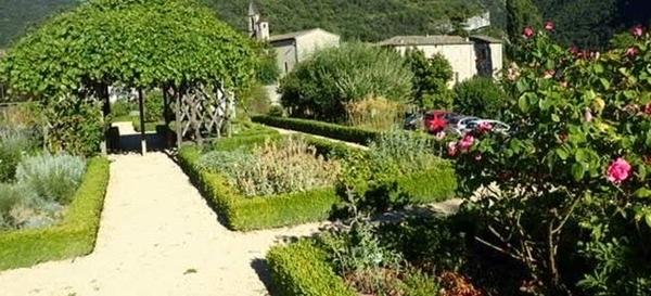 Jardin botanique de l'Ancien Monastère de Sainte-Croix