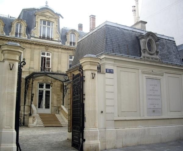 Hôtels et maisons d'artistes de la Nouvelle Athènes à l'église de la Trinité