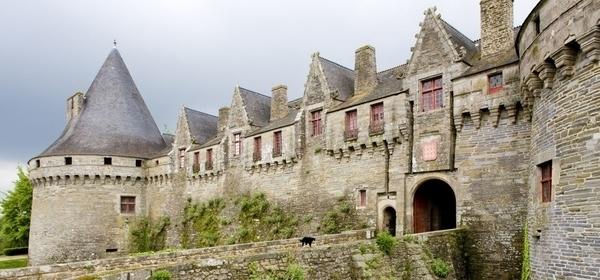 Suivez le guide dans le Pontivy médiéval !