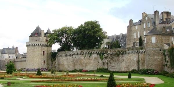 Les interdits de fortifications de Vannes