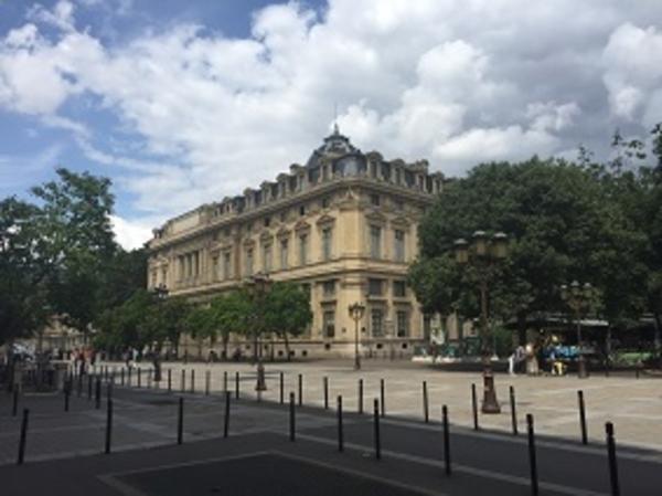 Le Tribunal de Commerce et la Juridiction Economique Consulaire