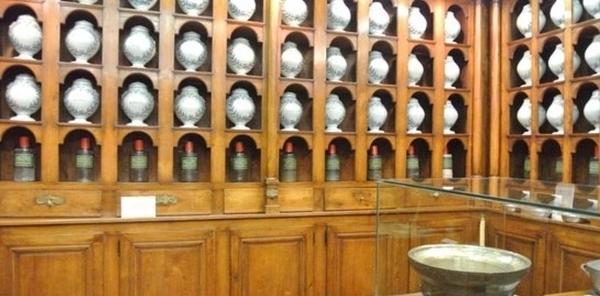Apothicairerie de l'ancien hôpital de Châtillon-sur-Chalaronne