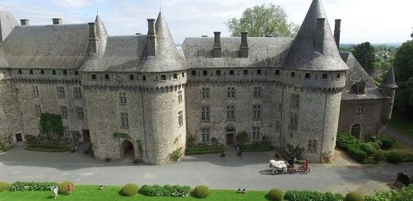 Château de Pompadour et Ecuries de l'Orangerie