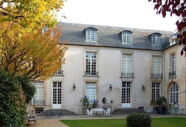 Le Marais : hôtels de prestige et femmes remarquables
