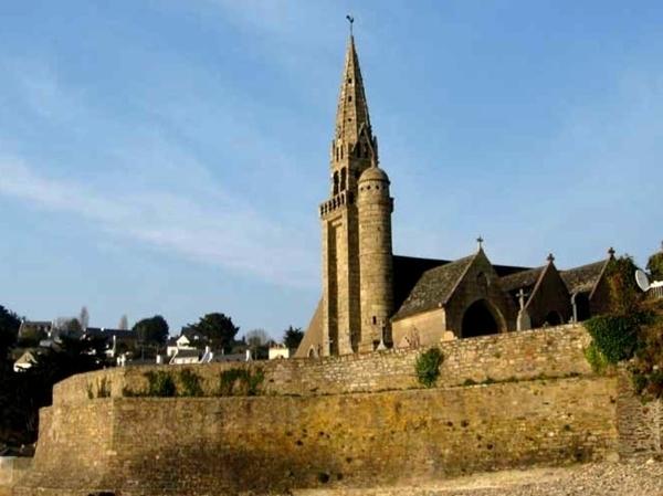 Eglise de Saint-Michel-en-Grève et son cimetière marin