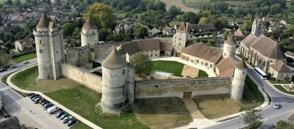 Château de Blandy-les-Tours (famille)
