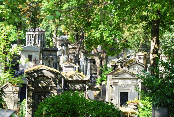 Le cimetière du Père Lachaise, tombes célèbres et mystérieuses