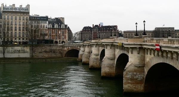 Le Pont Neuf, de la place Dauphine aux hôtels du quai Conti