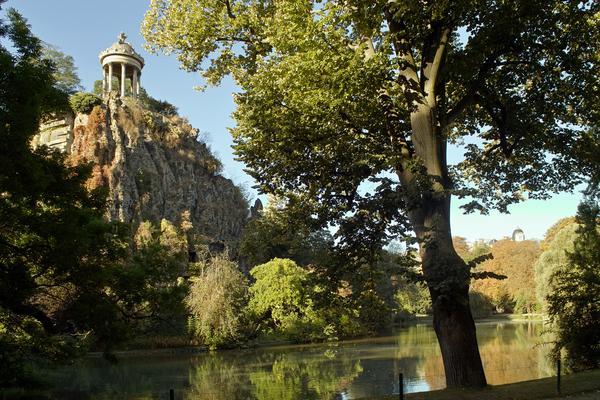 Des villas champêtres des Buttes Chaumont au bassin de la Villette