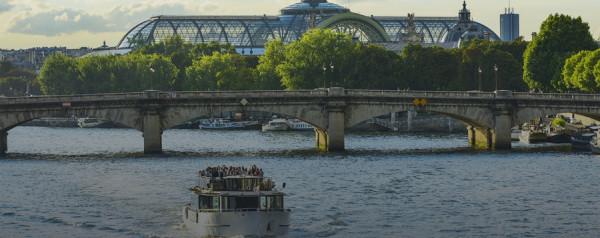 Paris et ses monuments depuis la Seine