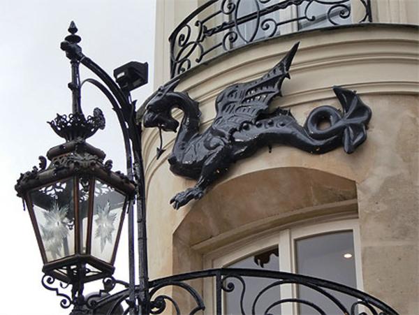 De la rue du Dragon aux hôtels du quai Malaquais