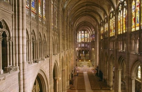 La Basilique Cathédrale de Saint-Denis avec sa nécropole et sa sacristie
