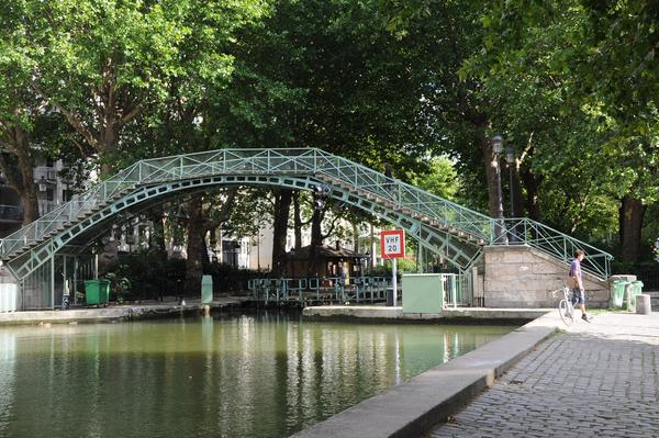 Du canal St Martin au bourg et à l'église St Laurent