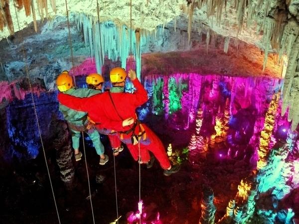 La grotte de la Salamandre par le plafond